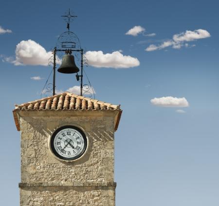 reloj antiguo: Reloj antiguo en un edificio