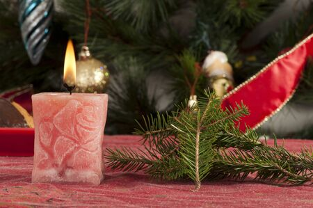 Bougie de No�l sur la table festive Christmass photo