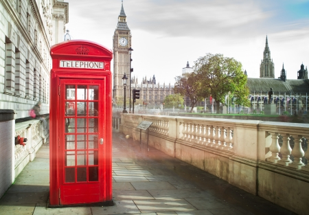 travel phone: Big ben and red phone cabine in London
