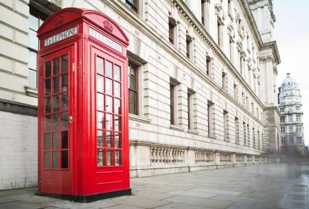 Rode telefoon cabine in Londen. Uitstekende telefoon cabine monumentale Stockfoto