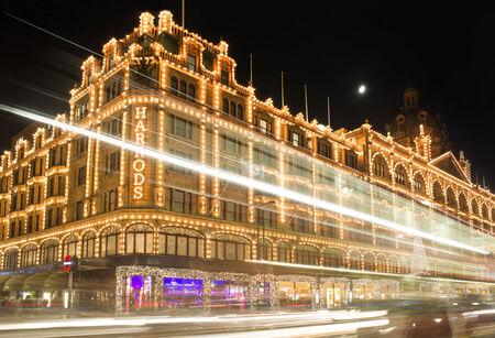 harrods: Harrods department store. Facade illuminated at night.