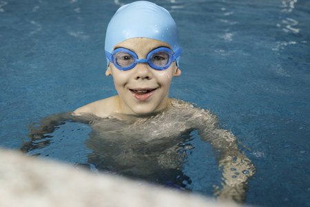 Little boy in swimming pool Stock Photo - 28224514