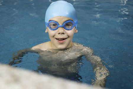 Little boy in swimming pool Stock Photo - 28224514