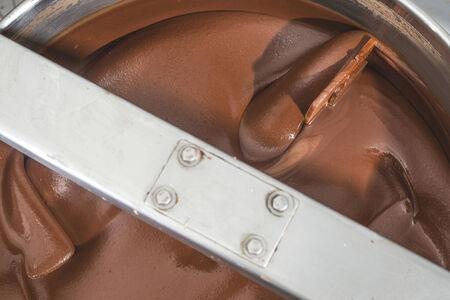 chocolatería: Máquina para mezclar chocolate. De cerca. Bulgaria Foto de archivo
