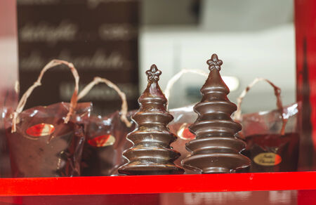 chocolate christmas: Chocolate �rboles de navidad. Marr�n chocolate. Bulgaria