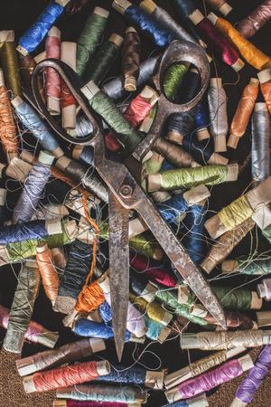 old spools: Old vintage scissors on spools of thread. Multicolored
