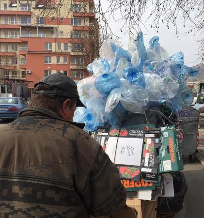 juntar: Hobo recoger residuos para su reciclaje
