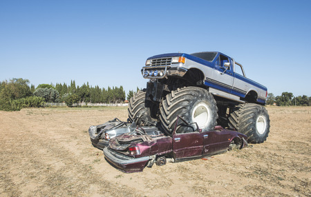Monster truck over cars. Blue sky Banque d'images