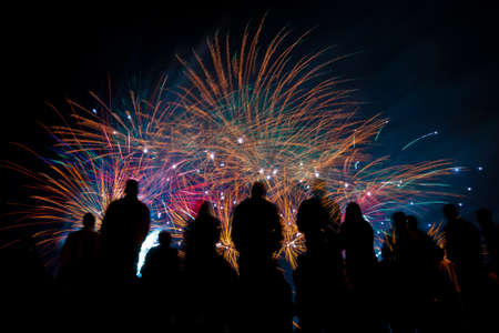 Big fireworks with silhouettes of people watching it Standard-Bild