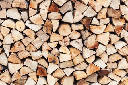다진 나무의 깔끔한 배열을 준비하고 추운 겨울 일 동안 저장 스톡 콘텐츠