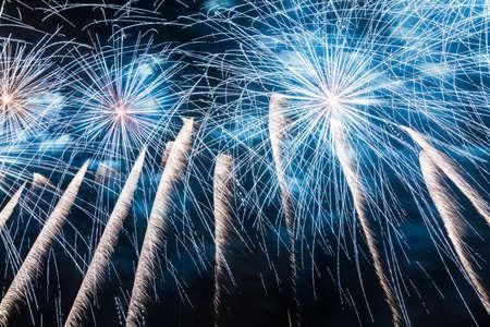 Big fireworks streaks in the night sky Reklamní fotografie - 20694870