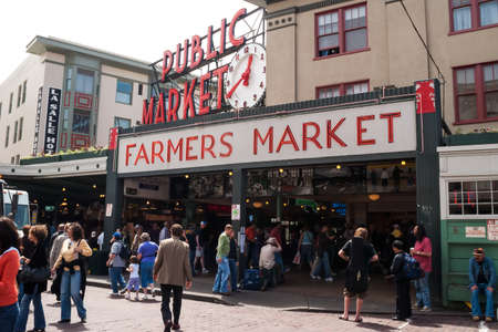 pike: Pike Place Public Market entrance on May 18, 2007 in Seattle  Market opened in 1907 and is one of oldest continually operated public markets in US, with 10 million visitors a year  Editorial