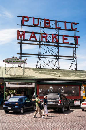 city fish market: Pike Place Public Market entrance on May 18, 2007 in Seattle  Market opened in 1907 and is one of oldest continually operated public markets in US, with 10 million visitors a year  Editorial