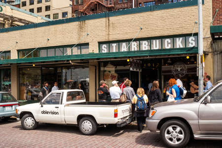 pike place: Original Starbucks store at 1912 Pike Place on May 18, 2007 in Seattle, Washington  Serving coffe in 20 891 stores in 62 countries, Starbucks is world