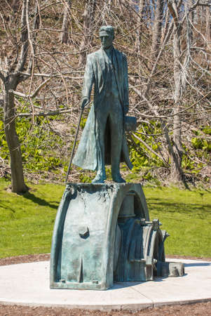 serbia: Nikola Tesla Sculpture in Queen Victoria Park on May 12, 2007 in Niagara Falls, Canada  The monument was designed by sculptor Les Drysdale and opened in 2006