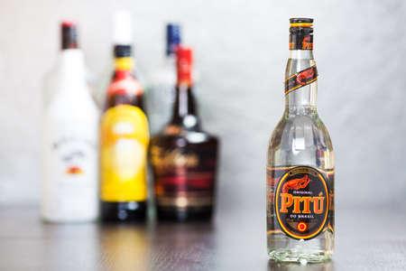distilled: Bottiglia di Cachaca Pitu, un distillato a base di succo di canna da zucchero �
