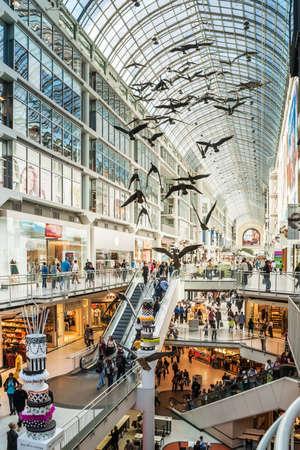 Toronto Eaton Center is winkelcentrum en kantorencomplex in het centrum van Toronto die winkel directories biedt, speciale evenementen, leasing informatie en huurder diensten Redactioneel