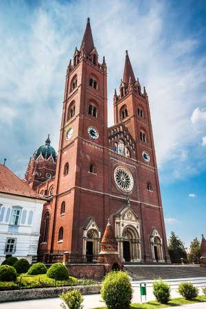 De rooms-katholieke kathedraal van St. Peter en St. Paul in Djakovo, Kroatië. Het werd gebouwd tussen 1866 en 1882 onder Josip Juraj Strossmayer, bisschop van de plaatselijke katholieke bisdom op het moment.