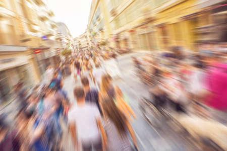 Abstracte achtergrond - mensen winkelen en wandelen in de belangrijkste winkelstraat in Nice, Frankrijk - Stockfoto