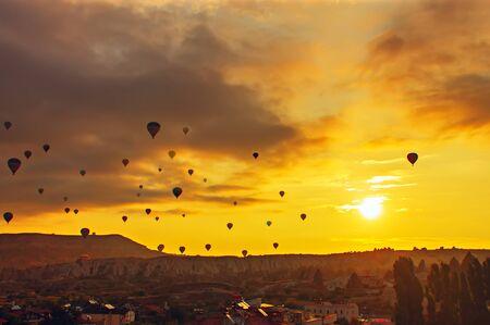 Ballon-Silhouette mit sunrise in den Himmel Standard-Bild