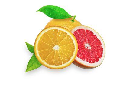 toronja: Naranja y pomelo en el fondo blanco con las hojas