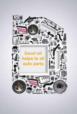 Four or five liter canister of engine oil. Canister oils collected from auto parts. Spare parts of original and aftermarket for passenger cars. Canister gear oil with spare parts and auto parts. Archivio Fotografico