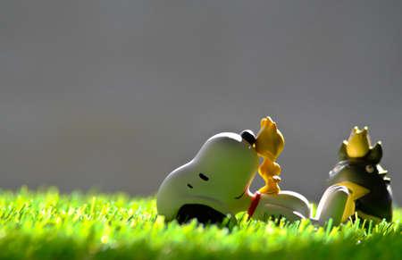 Cartoon dogs, birds and bears are sunbathing.
