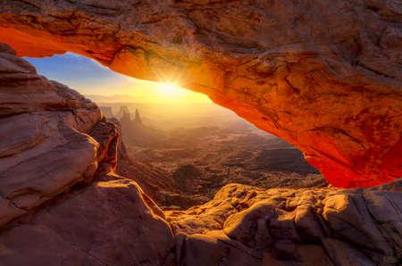 Iconic arching rock formation at dawn near Moab, Utah Standard-Bild