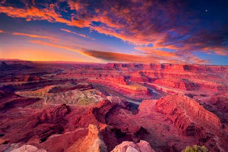 Overlooking Dead Horse Canyon near Moab, Utah just before sunrise 版權商用圖片