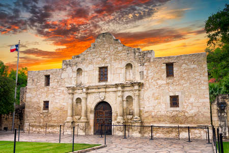 Exterior view of the historic Alamo shortly after sunrise Imagens