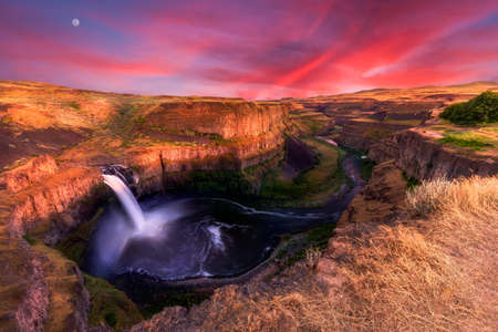 Stunning sunset at Palouse Falls in Washington state