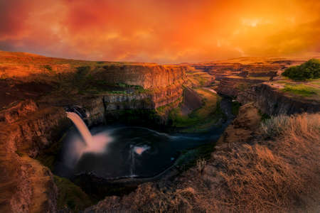 Palouse Falls Under a Dramatic Sky Reklamní fotografie