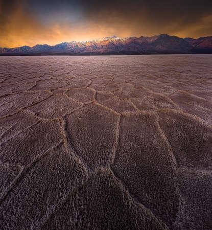 Badwater Basin Sunrise Under Eerie Skies 版權商用圖片