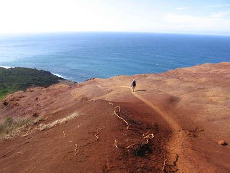 カウアイ島、ハワイ、米国のカララウ ・ トレイルをハイキング 写真素材