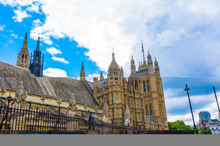 historic buildings: Monuments and historic buildings in London