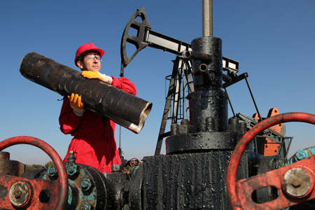 work worker: Oil worker job, hard work and high pay