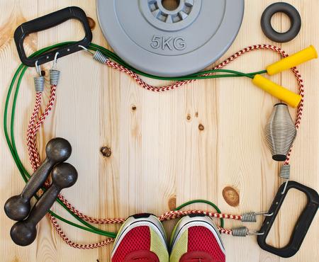 Frame met sport accessoires en sneakers
