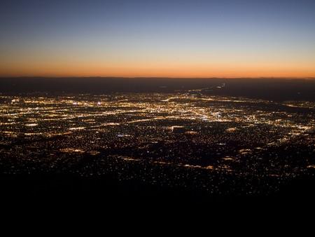 Coucher de soleil sur les lumi�res de Albuquerque, Nouveau-Mexique vu de Sandia Peak.
