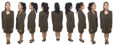 Coup de studio de pleine longueur isolée d'une femme d'affaires tournant à 360 degrés.