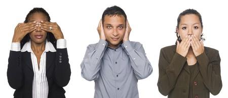 mann mit langen haaren: Isolierte Studio Shot of Businesspeople in See No Evil, Hear No Evil, sprechen No Evil-Posen.