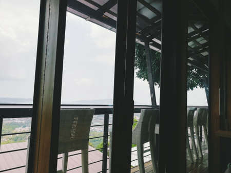 Chairs are arranged outside the window, which is a place for watching the sky.