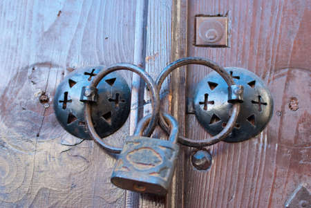 old door lock photo