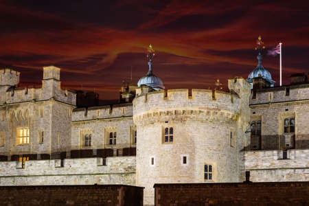 The Tower of London at night Imagens