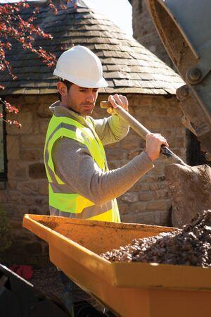 maquinaria pesada: Hombre trabajador de la construcción de mezcla de maquinaria pesada