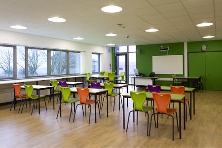 Landschap beeld van een leeg klaslokaal. Stockfoto