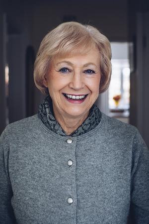 Portret van een mooie senior vrouw.
