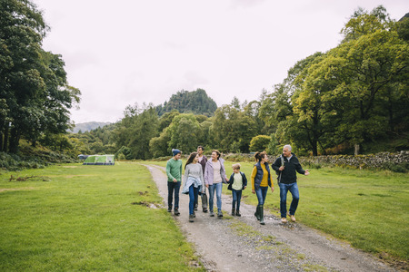 Three generation family are leaving the campsite they are staying in to go for a hike.  Stockfoto