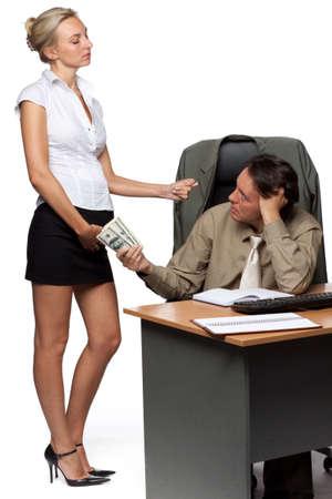 acoso laboral: Empresario y Secretario embarazada sobre un fondo blanco Foto de archivo
