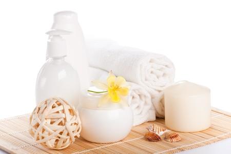 productos de belleza: Composici�n de Spa con flor sobre un fondo blanco.