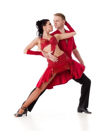 bailar salsa: Joven pareja de baile sobre un fondo blanco. Foto de archivo